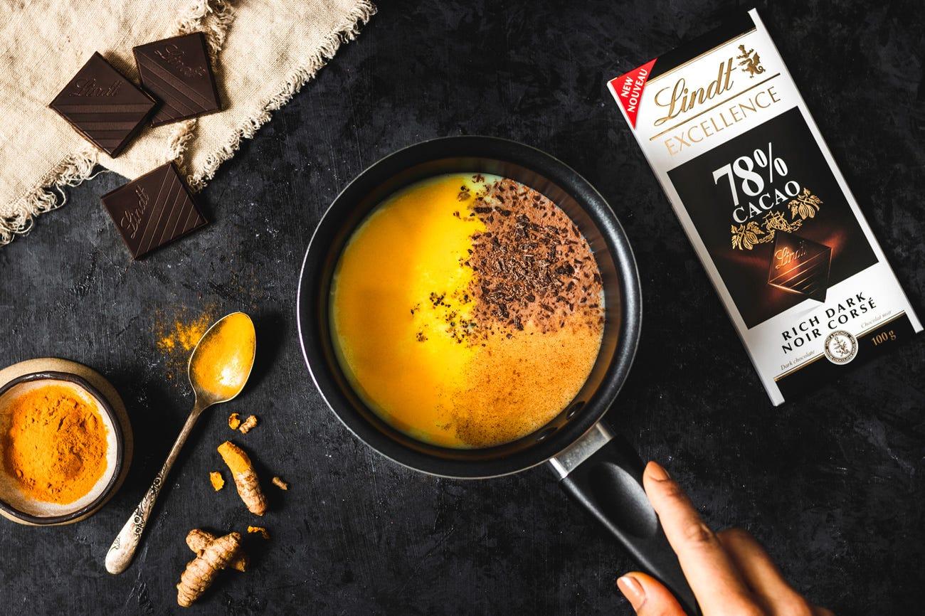 Lait d'or au chocolat noir (chocolat chaud bon pour vous) Step 1.