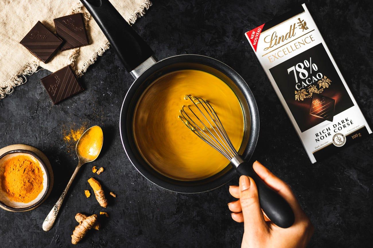 Lait d'or au chocolat noir (chocolat chaud bon pour vous) Step 2.
